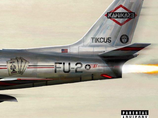 Itt egy új Eminem-lemez. Csak úgy, a semmiből.