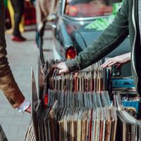 Drasztikusan visszaesett a lemezeladás a járvány miatt