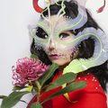 Björk, ruha, munkaórák