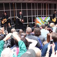 Paul McCartney meglepetéskoncertet adott a New York-i Time Square-en