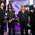 A megnövekedett közönségigény írta felül a Mötley Crüe végleges visszavonulásról szóló elhatározását