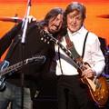 Paul McCartney is dobol majd a Foo Fighters új nagylemezén