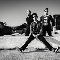 Rágógumipunkok, műanyagrockerek, dookie-fejek örüljetek - Itt egy új Green Day-dal