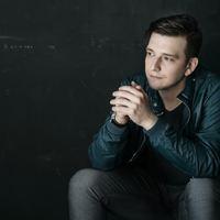 Az énekes-dobos - Itt van Kaszás Péter új klipje