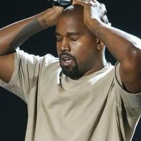 Kanye West nagyon ki akar babrálni Presserrel