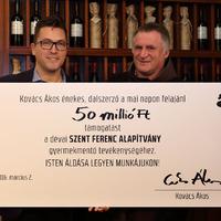 Ákos 50 milliót adott egy gyermekmentő alapítványnak