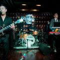 Gitártörés, jótékonyság, gengszter attitűd - Fun Lovin' Criminals a Hard Rock Café Budapest megnyitóján