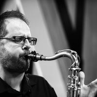 A zenei tisztaság és az együttműködés elsősorban szándék kérdése – Interjú Ávéd János jazzszaxofonossal