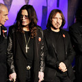 Ozzy akar még egy utolsó Black Sabbath-koncertet, ahol Bill Ward dobol