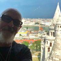 A Judas Priest tagjai birkatürelemmel viselték a borzasztó körülményeket Romániában