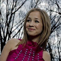 Dupla koncertet ad és gyerekeken segít Harcsa Veronika