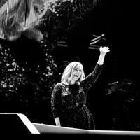 Így olvasztotta el Adele a Glastonbury közönségét