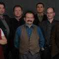 Sosem leszünk olyan zenekar, ami csak feldolgozásokat játszik – Csík Zenekar-interjú