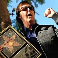Paul McCartney csillagot kapott a Hírességek Sétányán