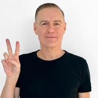 Ingyen Bryan Adams-koncert lesz Budapesten egy hónap múlva