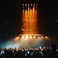 Lebegő színpadon adott koncertet Kanye West