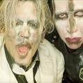 (18+) Johnny Depp egy rakás nővel szexel Marilyn Manson új klipjében