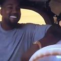 Itt vajon azt láthatjuk, ahogy Kanye West zenét szerez?