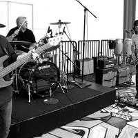 A Fugazi tagjai összejárnak zenélni