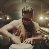 A fülledtség istene fűti maximálisra a hangulatot a Klub Trocadero új klipjében