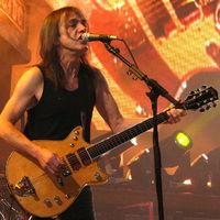 Nem vonul nyugdíjba az AC/DC, de Malcom Young kiszáll (frissített poszt)