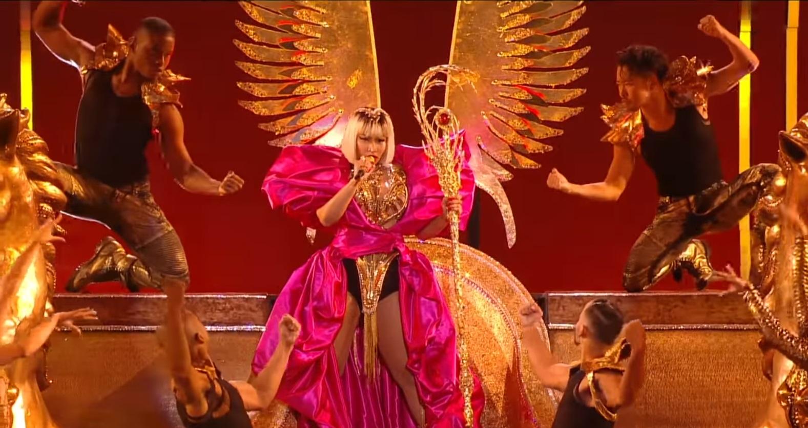 nicki_minaj_performs_majesty_barbie_dreams_ganga_burn_fefe_mtv_vmas.jpg