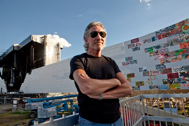 Roger-Waters-Wall-Quebec.jpg
