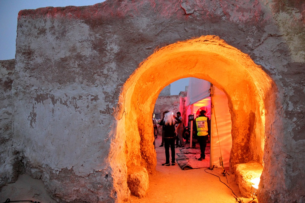 A VIP oldalsó bejárata