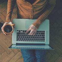 A laptop billentyűzet helyes tisztítása