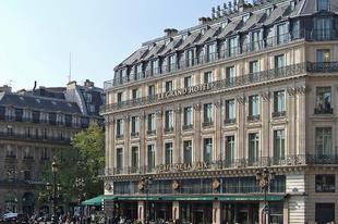 Katari cég vette meg a Le Grand Hotelt Párizsban
