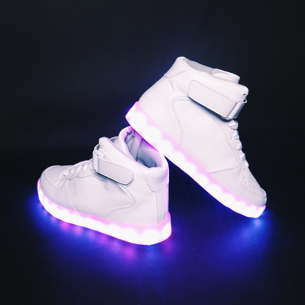 5ac7f3a531 Újra divat a világítós cipő - Lauren Blog