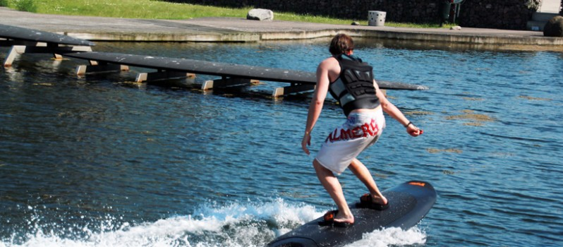 Radinn-Electric-Wakeboard3-798x350.jpg