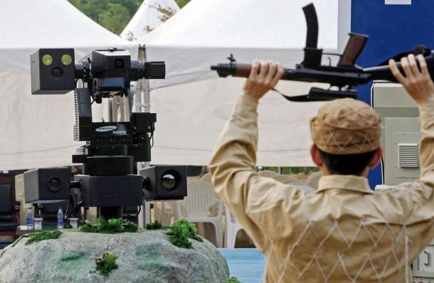 Samsung-Built-SGR-1-Sentry-Robot4-610x398.jpg