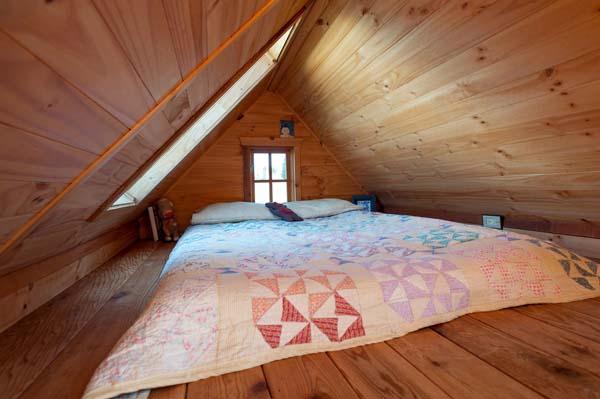 tiny-house-bed.jpg