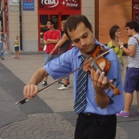"""""""Hajléktalant és hippit is érintett már meg a zeném"""" – interjú Kárpule Ferenc utcazenésszel"""