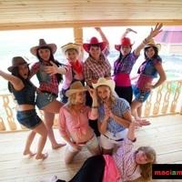 Western játék leánybúcsún & legénybúcsún lasszóval