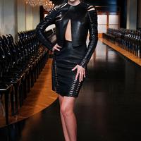 Miranda Kerr bőrben feszít