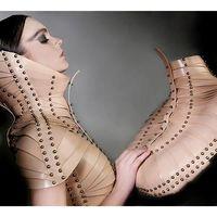 A divat és a fétish luxusba bújtatva - Úna Burke