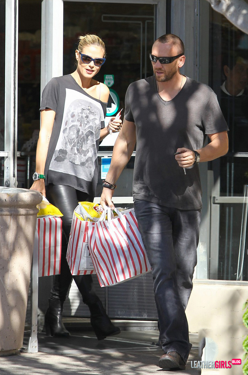 heidi-klum-spotted-at-whole-foods-market-and-vicente-foods__26_.jpg