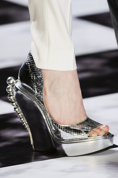 spring_summer_2013_shoe_trends_metallic_shoes_Viktor_Rolf_Spring2013.jpg