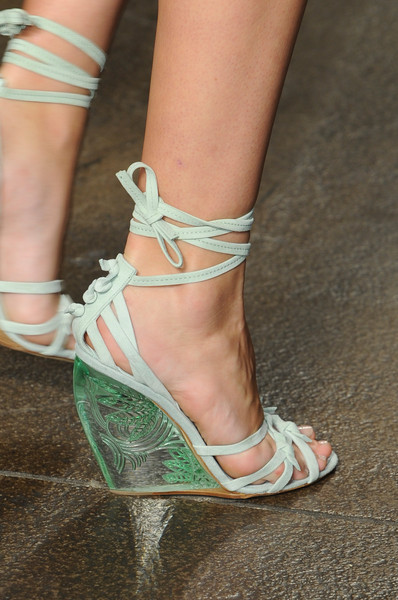 spring_summer_2013_footwear_trends_decorated_wedge_platforms_donna_karan_spring2013.jpg