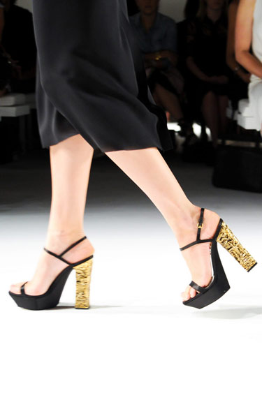 hbz-ss13-trend-gold-heel-pumps-calvin-klein-lgn.jpg