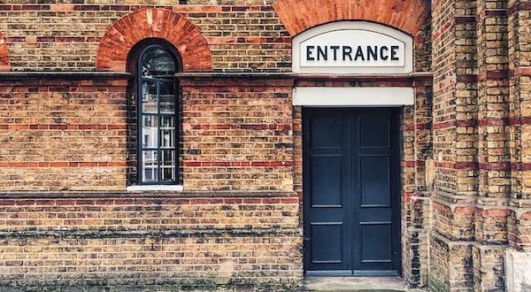 entrance-2605087_640.jpg