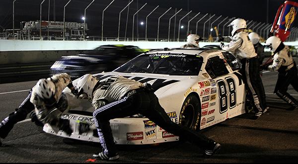 pit-crew-583024_1920.jpg