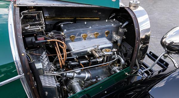 vintage-car-2728859_1920.jpg