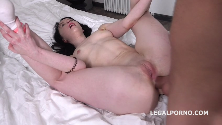 _legalporno_sweetie_plum_first_time_anal_with_farts_01_09_20_mp4_20200219_140126_208.jpg