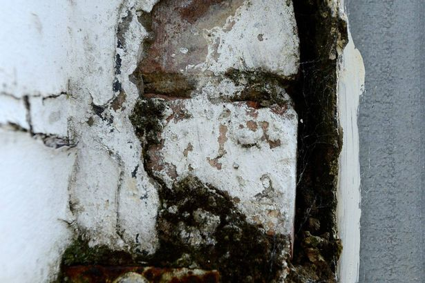 The+Mayho+Chinese+Takeaway+in+Sunderland,+where+the+'face+of+Jesus'+has+mysteriously+appeared+in+weathered+paintwork+.jpg