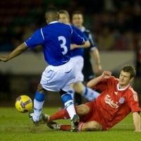 Simon ontja a gólokat Liverpoolban