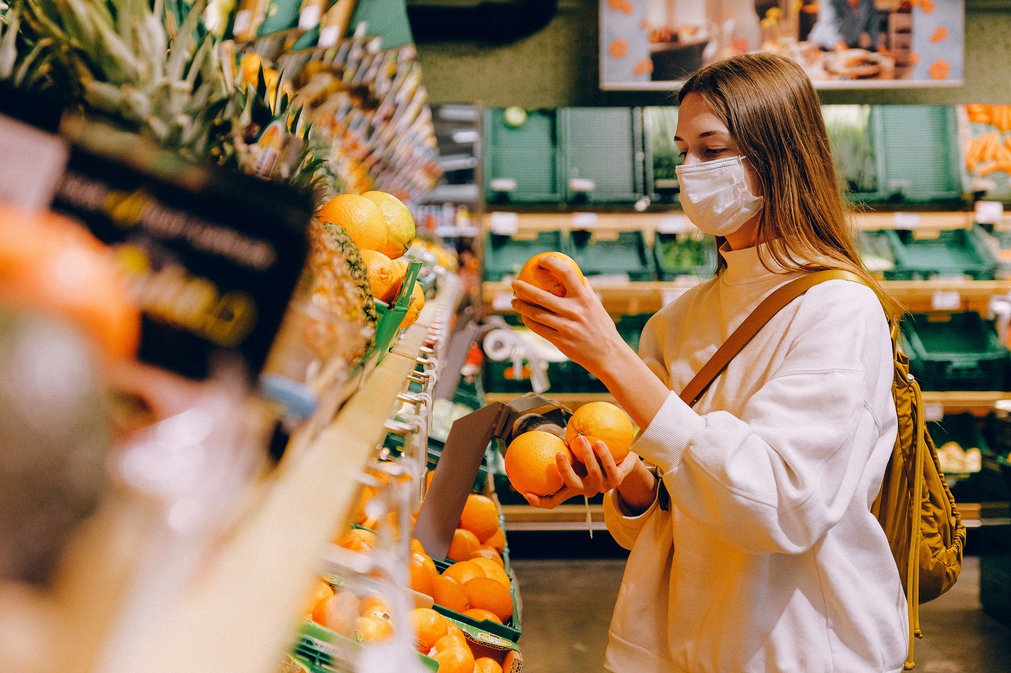 anna_shvets_woman_wearing_mask_in_supermarket_pexels.jpg