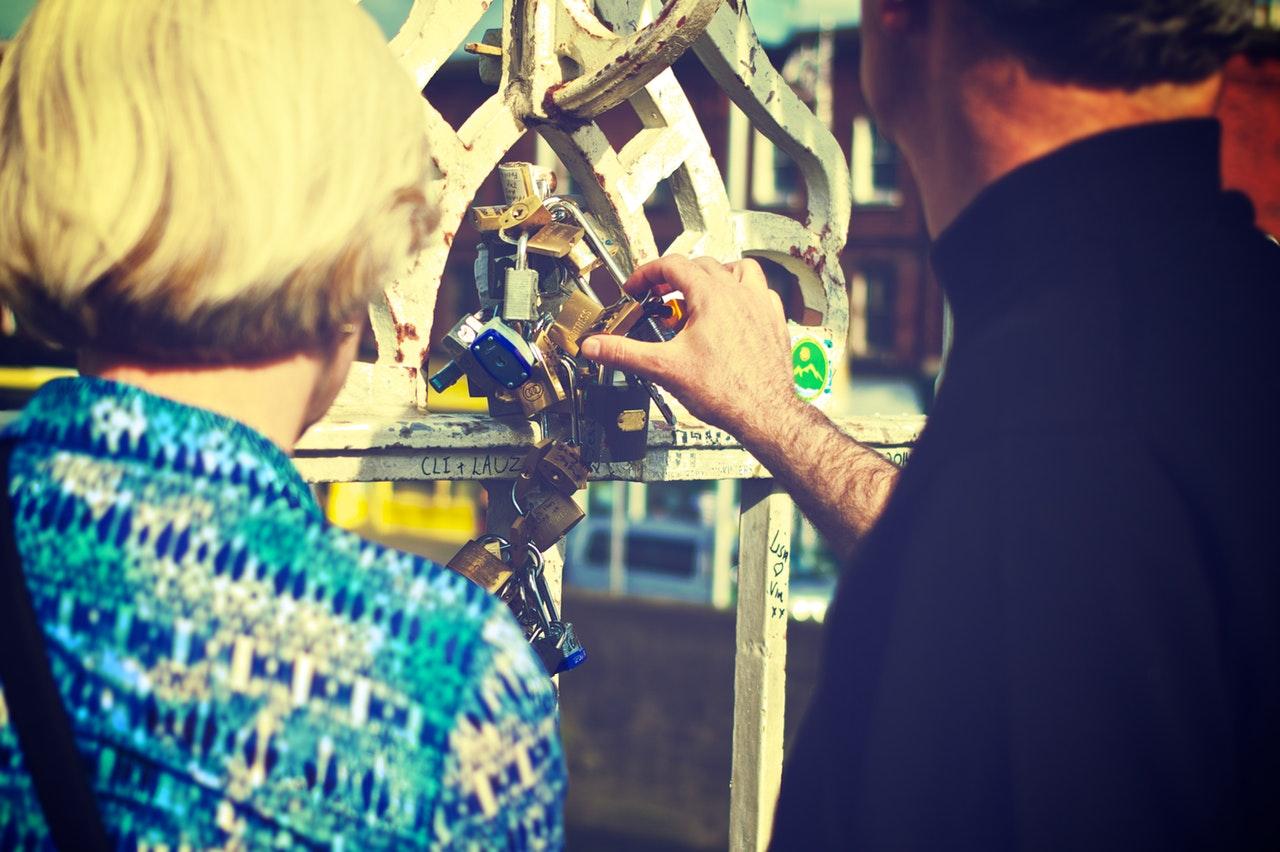 couple-love-feelings-love-padlock.jpg